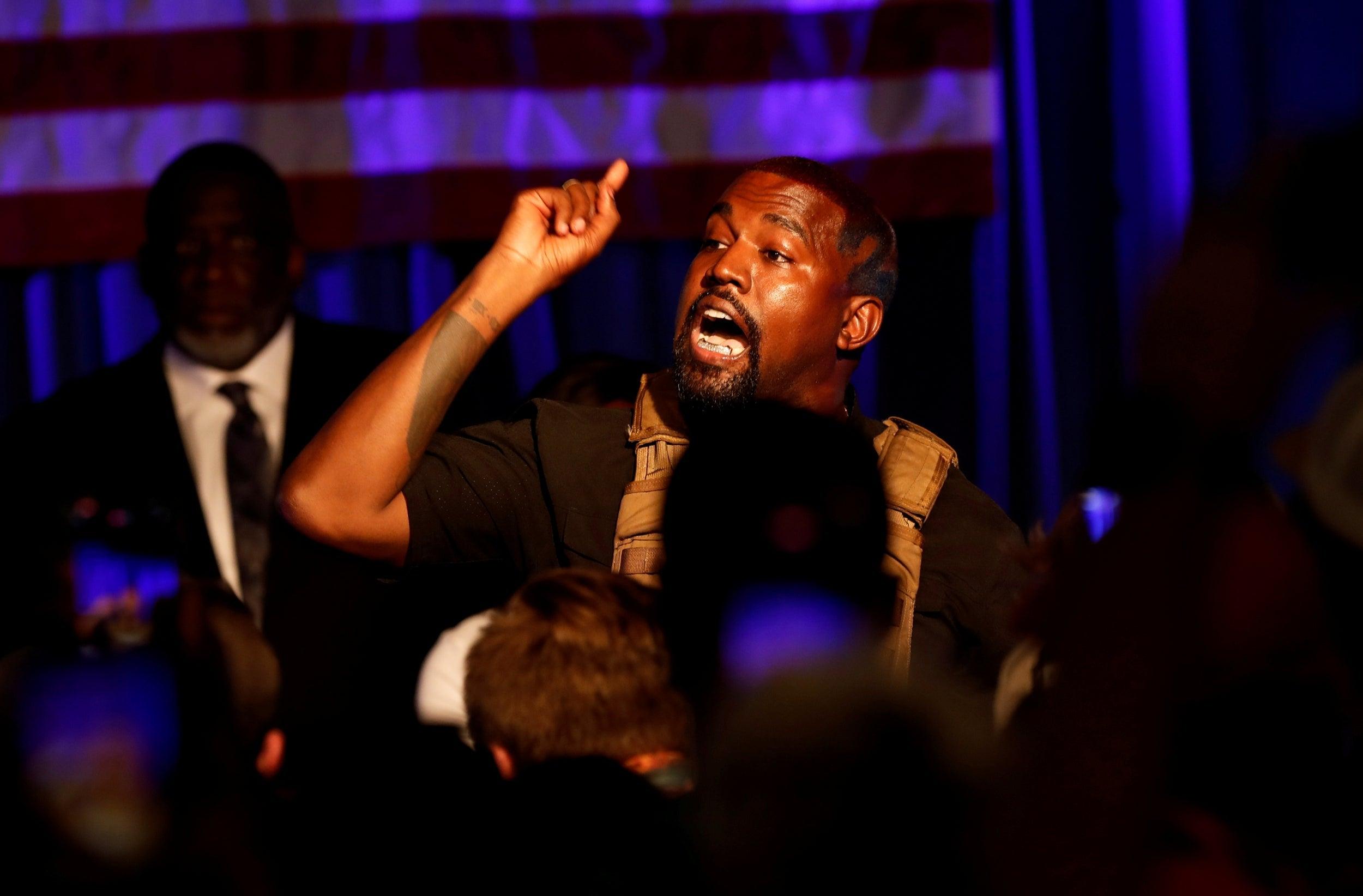 """Kim Kardashian pide """"compasión y empatía"""" para Kanye West mientras pasa por episodio bipolar"""
