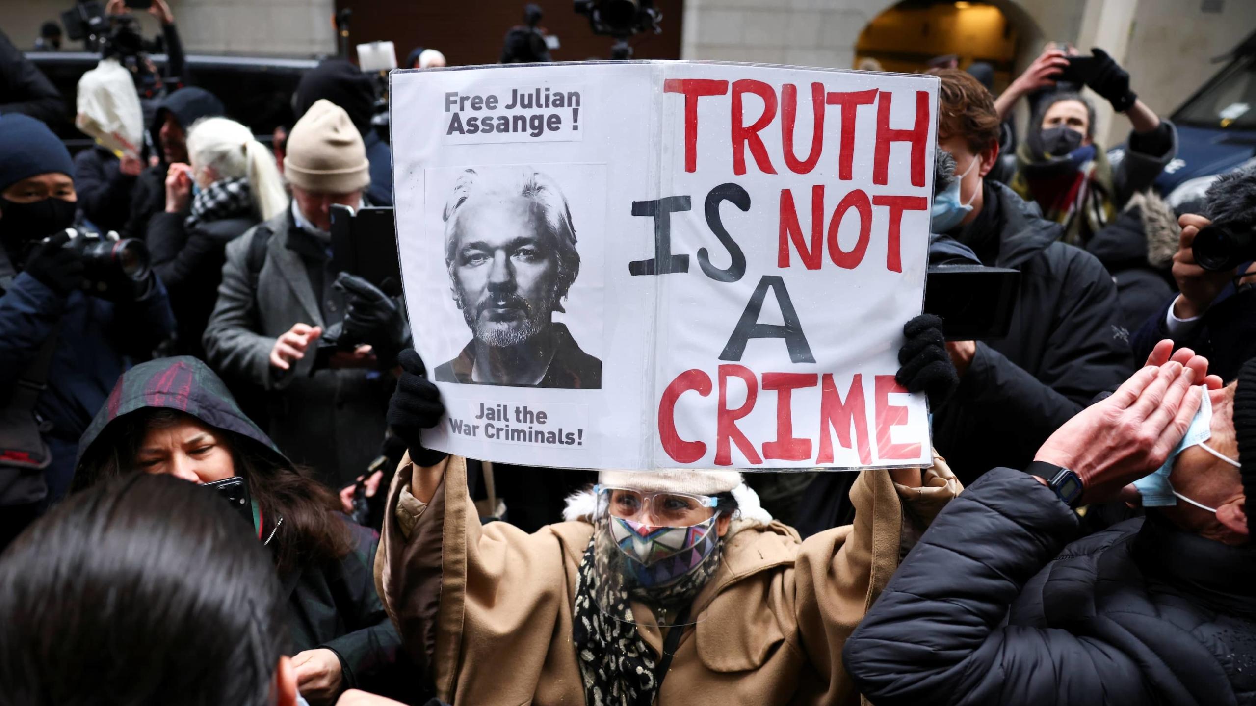WikiLeaks: Corte británica prohíbe la extradición de Julian Assange a EE.UU. y lo libera