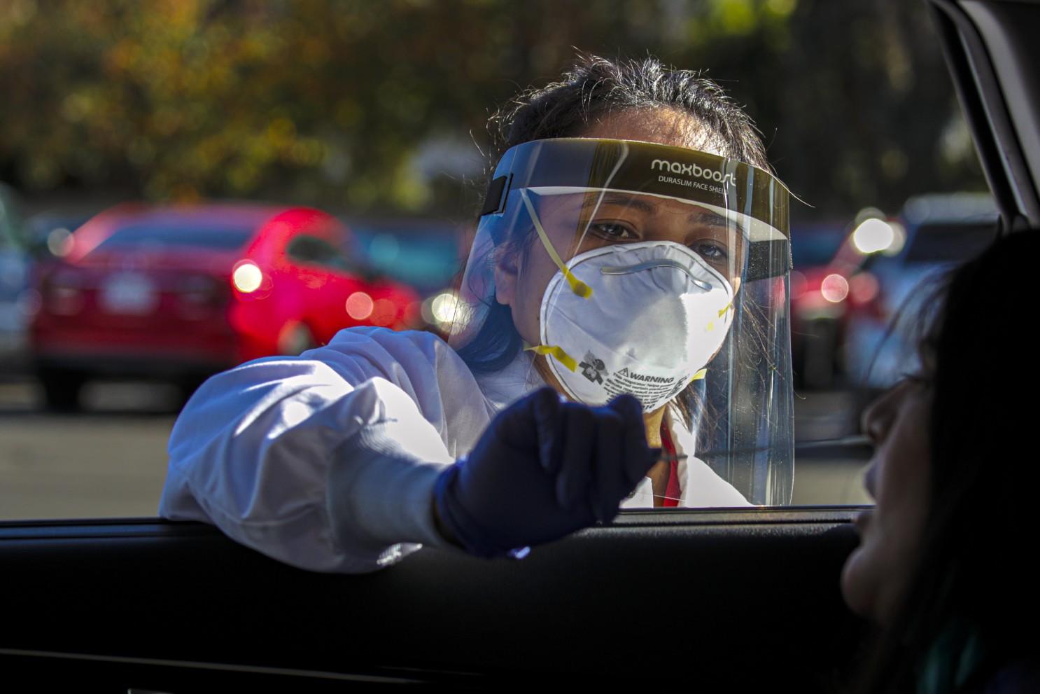 Coronavirus: Descubierta nueva variante en California; Italia comienza terapias con fármacos basados en anticuerpos monoclonales