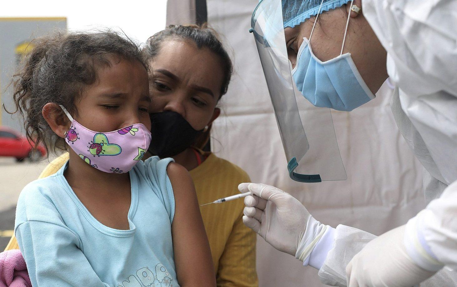"""Coronavirus: Chile aclara que inmigrantes sí serán vacunados; Expertos dicen que cepa británica puede """"arrasar al mundo"""""""