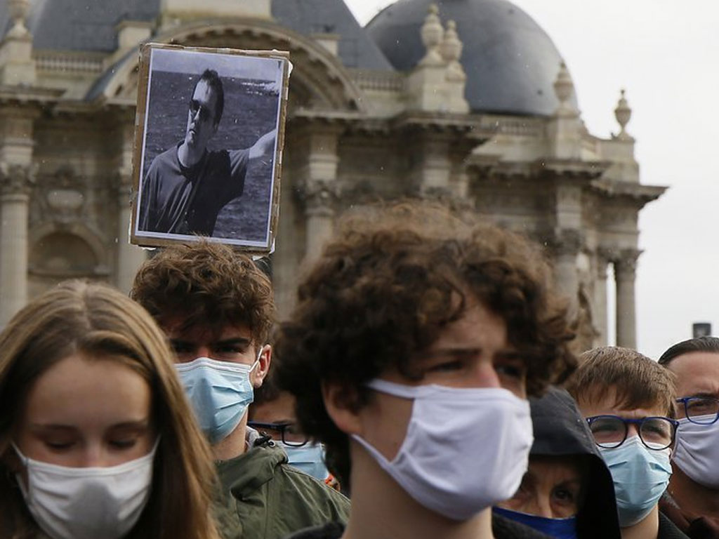 Francia: Alumna que acusó a profesor por islamofobia y fue decapitado admite que mintió