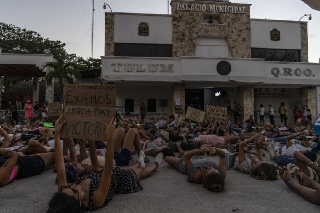México: Cientos de mujeres exigieron justicia por el asesinato de Victoria Salazar en Tulum