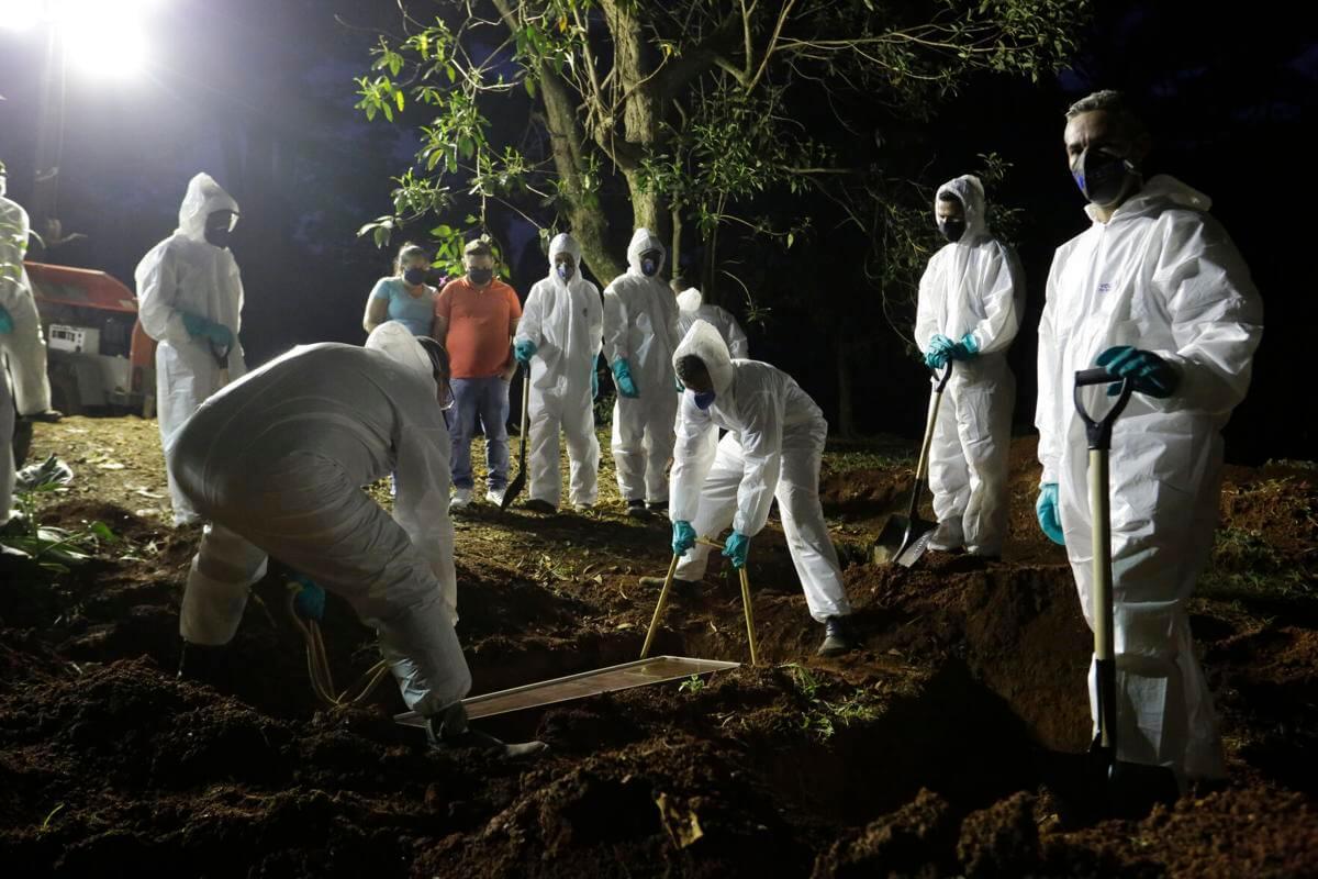 Coronavirus: Chile supera el millón de casos; Brasil forzado a hacer funerales nocturnos por aumento de decesos