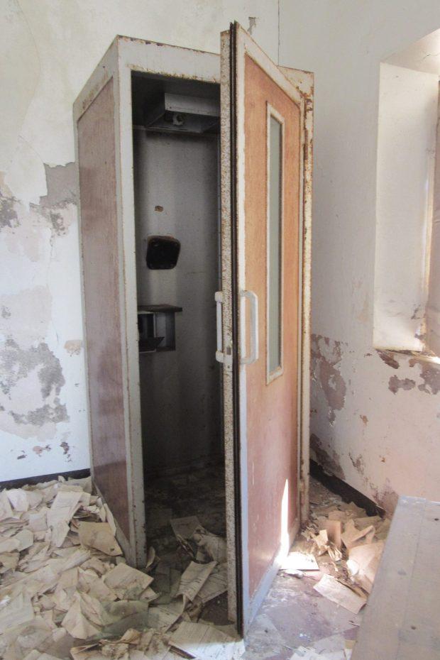 Cabina Telefonica della Posta di Cala Reale. (photo G.Piano)