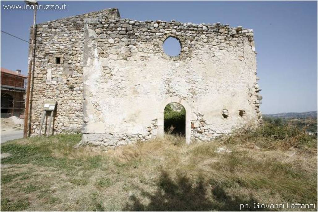 Cesa di Francia, torrione rudere della chiesa di San Cassiano