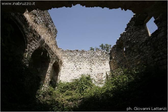 Cesa di Francia, torrione rudere della chiesa di San Cassiano, interno
