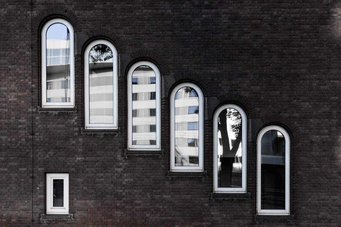 Old Rotterdam windows