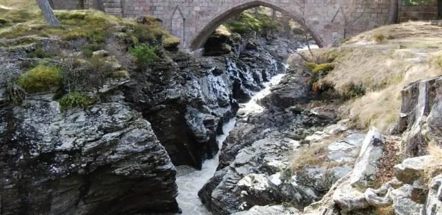 Linn O' Dee cliffs
