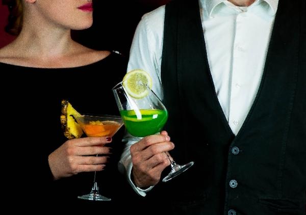 既婚者と恋愛関係にあるホステスは幸せになれるのか