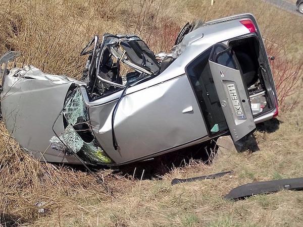 事故車は修理費用も考慮し買い替えを検討する