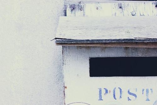 一人暮らしの女性は郵便受けに郵便物を貯めない