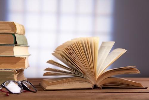 名前を消すときは本が痛まないように注意すること