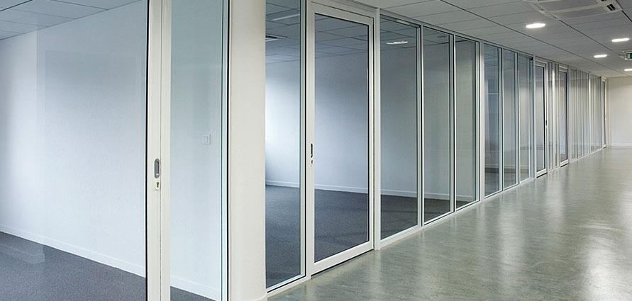 cloison de bureaux en verre