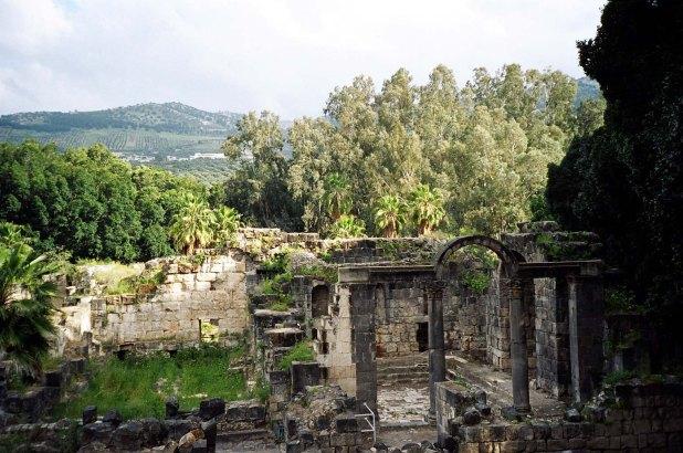 Roman_bath_ruins_at_Hamat_Gader_Israel