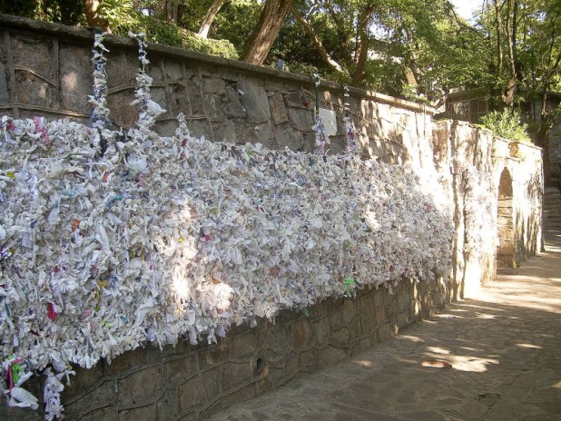Meryemana Wishing Wall - similar_to_Wailing_Wall - {{Information |Description ={{de|1=Klagemauer in Meryemana, Türkei}} |Source ={{own}} |Author =CherryX |Date = |Permission = |other_versions = }}