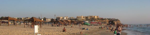 Beit Yanai Beach from the north Photo: Ori~