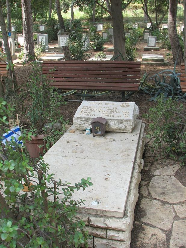Chaim Ben-Dor grave-Cemetery of Yagur Photo: Hanay