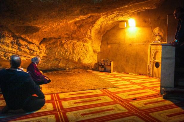 Underneath-the-Sakhrah-Foundation-Stone