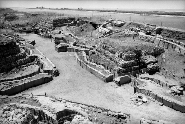 © Миха Бар-Амаמעוז- הקו הראשון של ביצורי התעלה, סיני, 1971 The first line of the Israeli fortifications on the canal, 1971