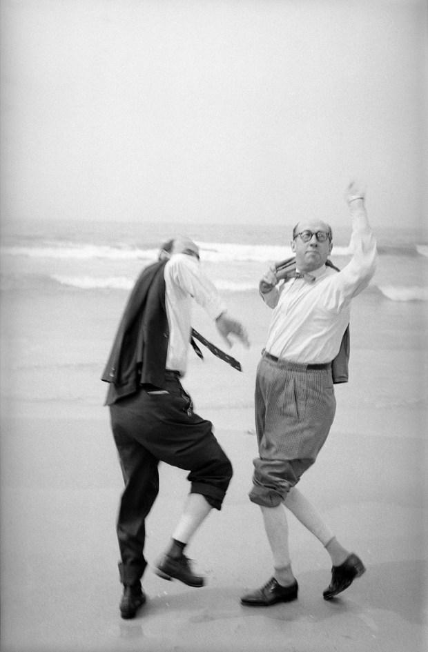 Шимон Джиган и Исраэль Шумахер. Тель-Авивский пляж. 1955 г.