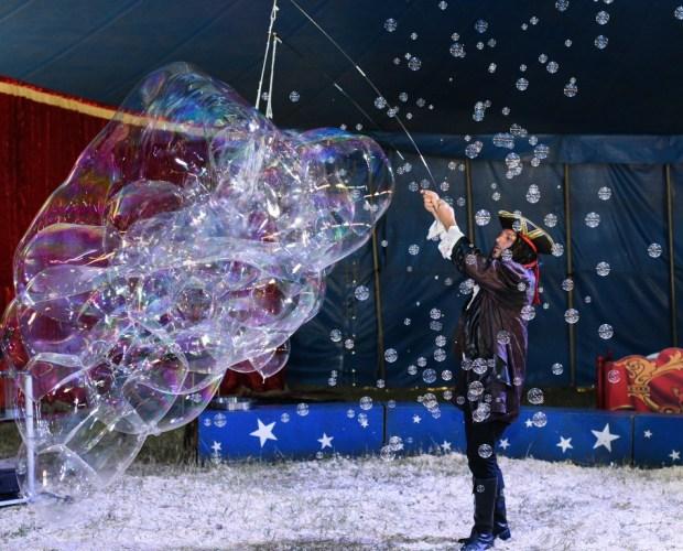 Шоу мыльных пузырей. Фото Диан Радев