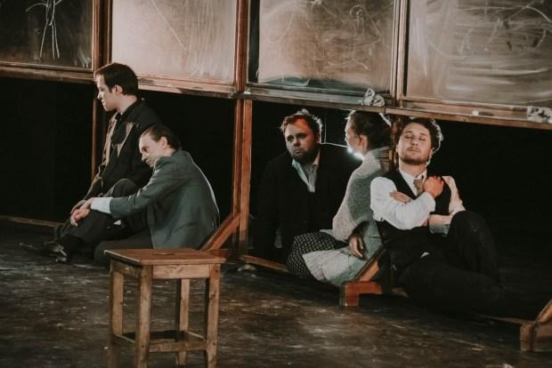 """Сцена из спектакля """"Наш класс"""". Фото - © Юлия Губина"""