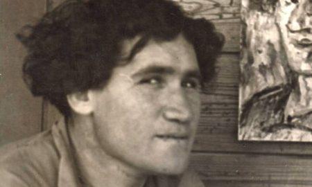 Хаим Атар на фоне автопортрета. Эйн-Харод. Поздние 1930-е. Источник фото - Википедия. https://he.wikipedia.org/wiki/%D7%97%D7%99%D7%99%D7%9D_%D7%90%D7%AA%D7%A8