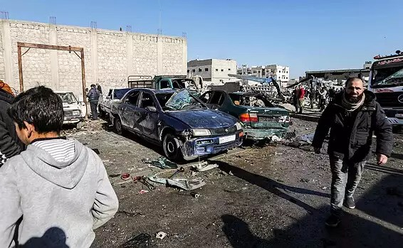 Voitures détruites lors d'une attaque dans l'est de la Syrie // Photo: AFP