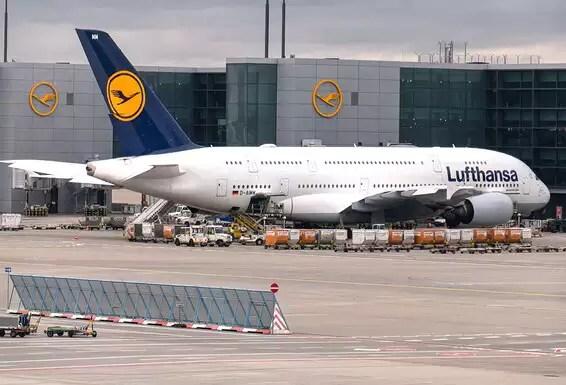 Lufthansa Airbus 380 à Francfort.  La société s'est séparée de l'avion lourd // Photo: GettyImages