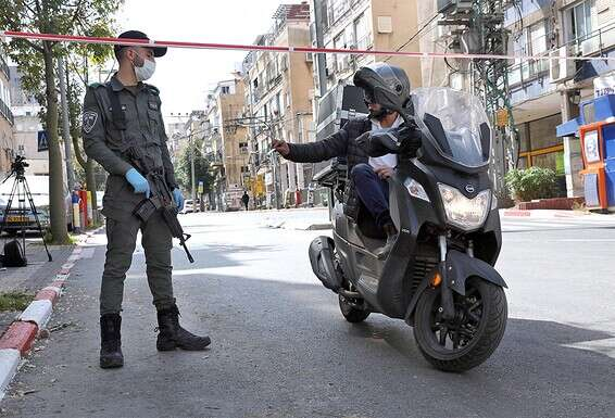בידוק משטרתי בבני ברק \\ צילום: גדעון מרקוביץ'