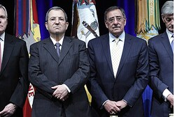 Barak and Panetta at Yom Hashoah ceremony