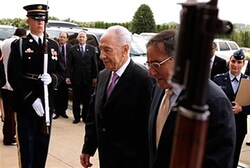 Panetta welcomes Peres with military reception
