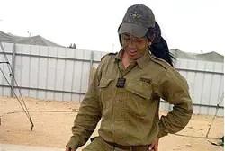 Mona Abdo es la primera mujer comandante combate árabe