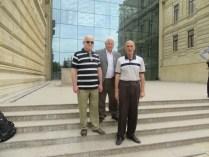 С Маратом Шафиевым и Хикметом Садыховым у Музея искусств (Medium)