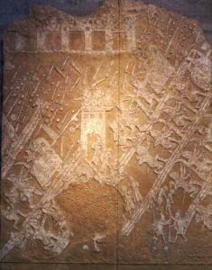 Фрагмент ассирийского барельефа: сцены осады, боя, пленения, казни (фото автора)