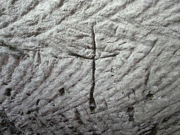 Изображение креста (фото: Саара Ганора, Управление древностей)