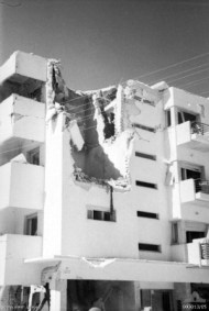Один из тель-авивских домов, в который попала бомба