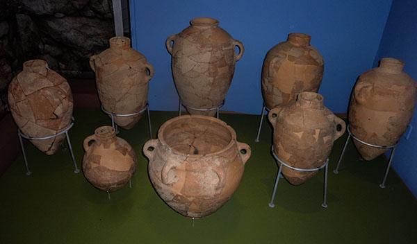 Фото автора: «Кувшины» , иудейская керамика (Музей библейских стран).