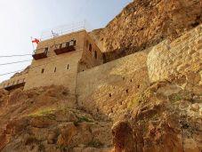Монастырь Каранталь на склоне горы. Вход