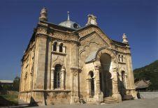 Старинная синагога в Они