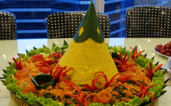 081285706910 | Pesan tumpeng nasi kuning di  Tridayasakti Bekasi