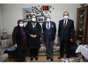 """Ο υπουργός Selçuk ήταν ο προσκεκλημένος του σπιτιού του Βετεράνου της Κύπρου, γνωστού ως """"Reşat Baba"""" στο iftar."""