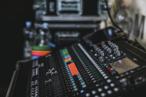 https://www.pexels.com/photo/audio-audio-mixer-controls-electronics-690779/