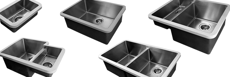 Application de la colle sur la cuve Edgesinks