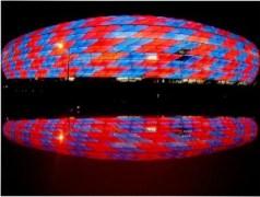Allianz-Arena_blue_red