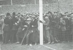 Inaugurarea stadionului Wembley - finala Cupei Angliei din 1923 la care au asistat aproape 3000.000 de spectatori