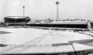 Stadionul lui Chelsea acoperit de zapada