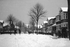 Strada inzapezita - Croft Gardens - Ianuarie 1963