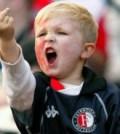 Violenta se deprinde din frageda pruncie. Aici, un fan al lui Feyenoord Rotterdam