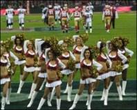 Wembley - majorete pe stadion in timpul meciului de fotbal american dintre 49ers si Broncos